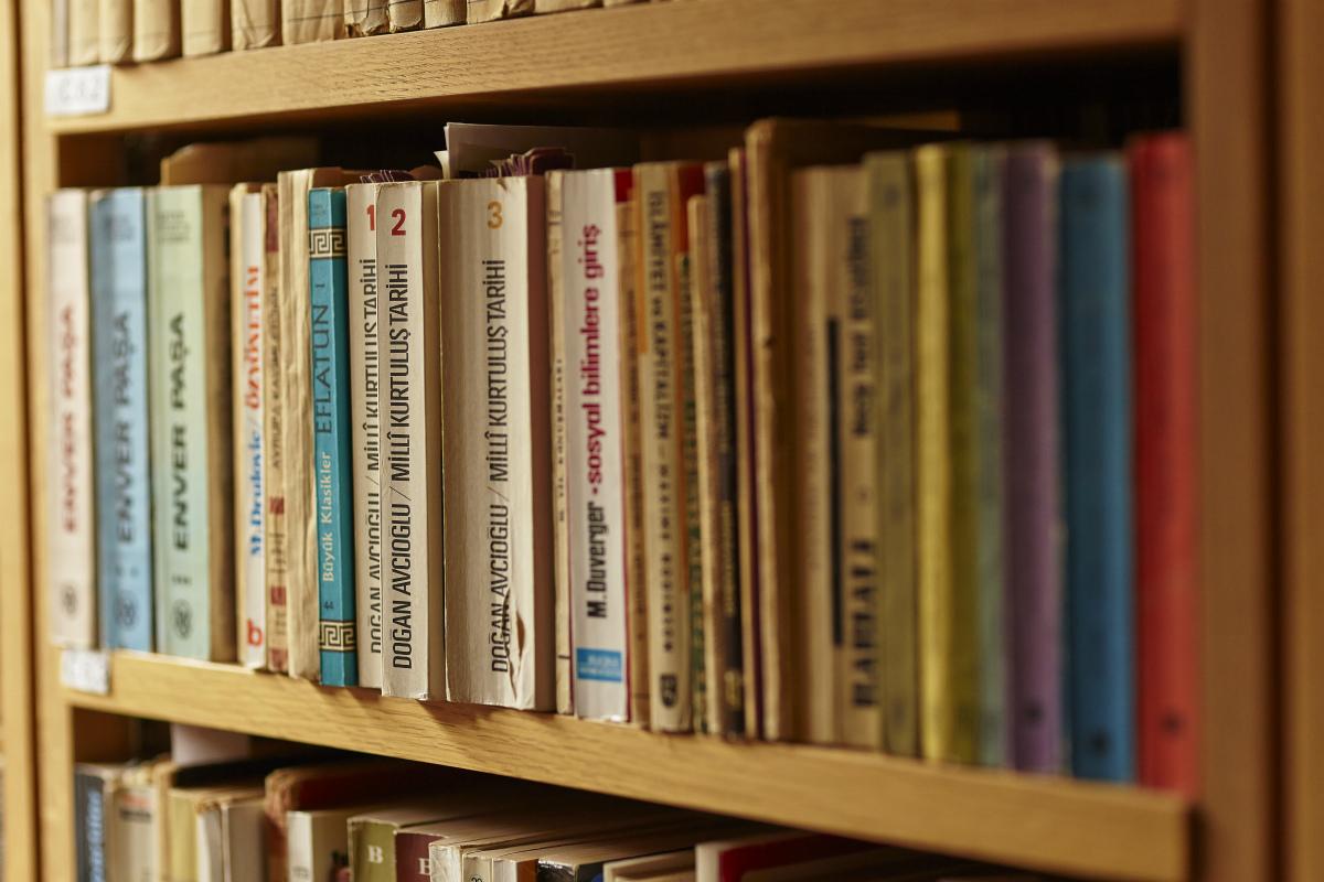 Picture of bookshelf