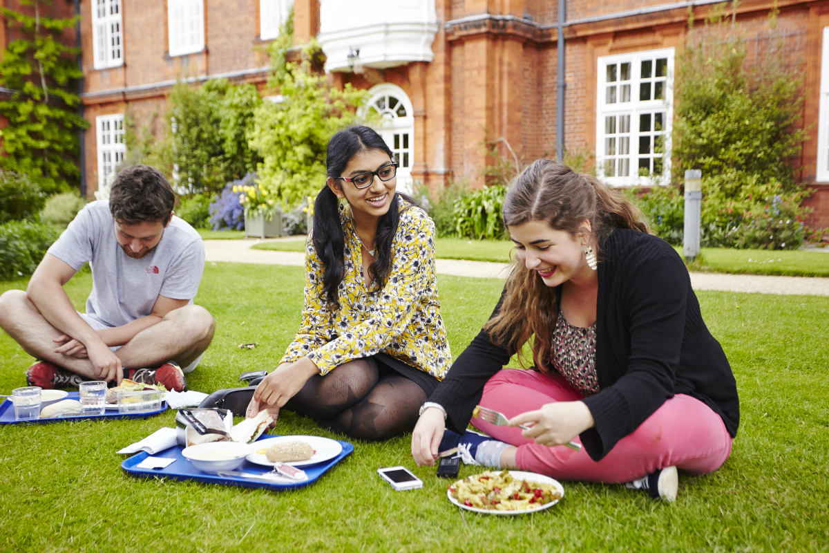 Students eating in the gardens
